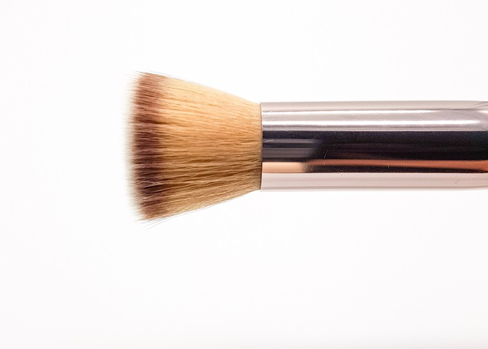 Luxurious Flat brush Banerra