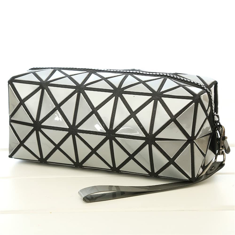Geometric silver cosmetic bag Banerra